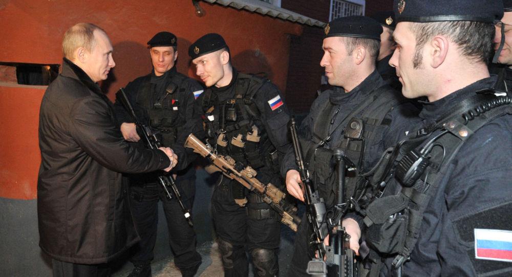 Władimir Putin z komandosami Specnazu