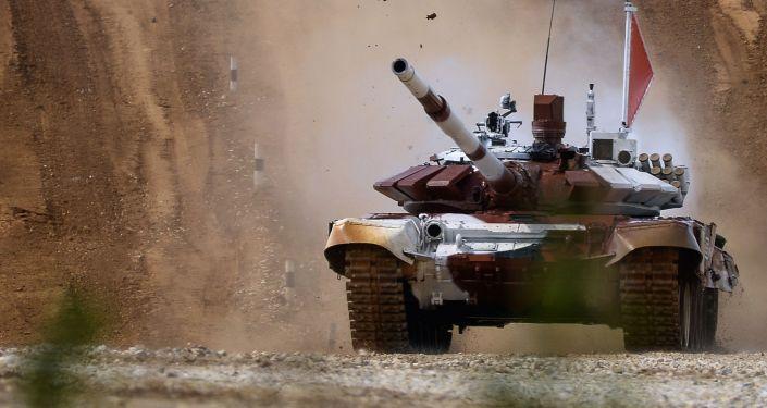 Załoga rosyjska na czołgu T-72B