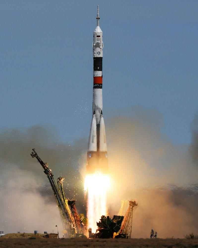 Start rakiety nośnej Sojuz-FG ze statkiem Sojuz-MS-04 z kosmodromu Bajkonur