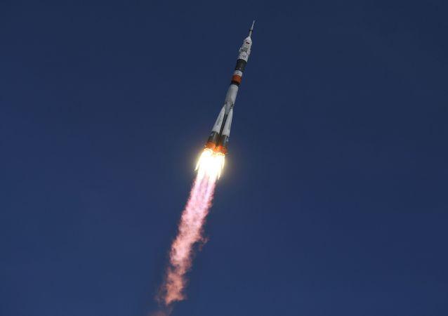 Rakieta Sojuz-FG startuje z kosmodromu Bajkonur