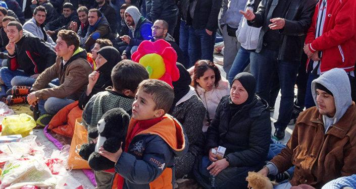 Syryjscy uchodźcy przed greckim parlamentem w Atenach