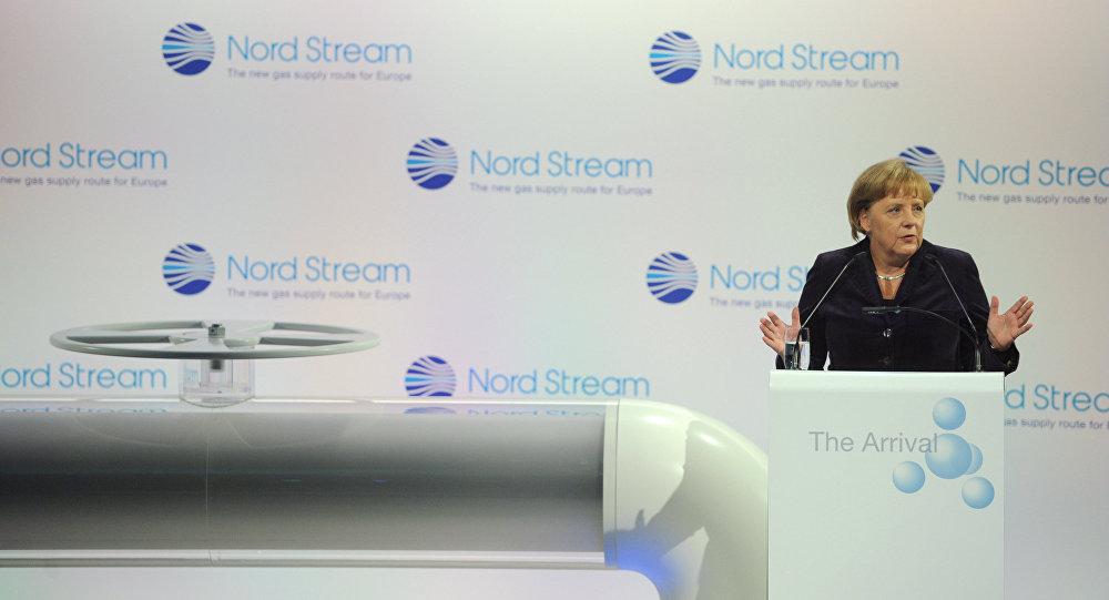 Kanclerz FRN Angela Merkel na ceremonii otwarcia gazociągu Nord Stream  w niemieckim Lubminie, 7 listopada 2011
