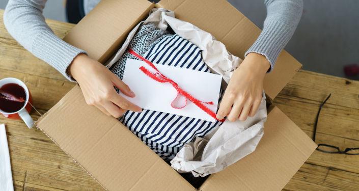 Przesyłka z ubraniami