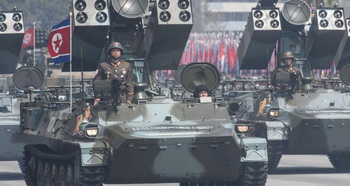 Przeciwlotniczy system rakiet Koreańskiej Armii Ludowej podczas parady poświęconej 105. rocznicy urodzin założyciela Korei Północnej Kim Ir Sena w Pjongjangu