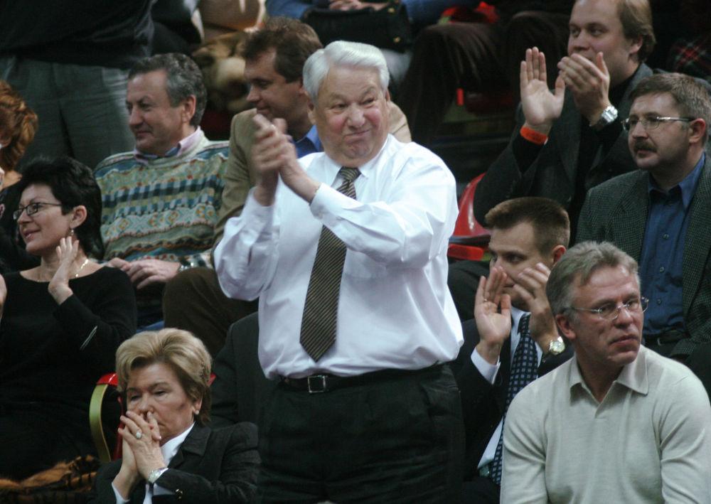 Były prezydent Rosji Borys Jelcyn z żoną na meczu finałowym Pucharu Federacji