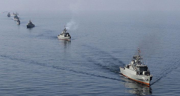 Okręty irańskiej  marynarki wojennej biorą udział w manewrach Velayat-90