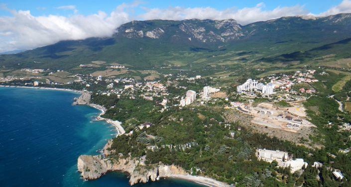 Widok na krymskie wybrzeże w rejonie obozu młodzieżowego Artek