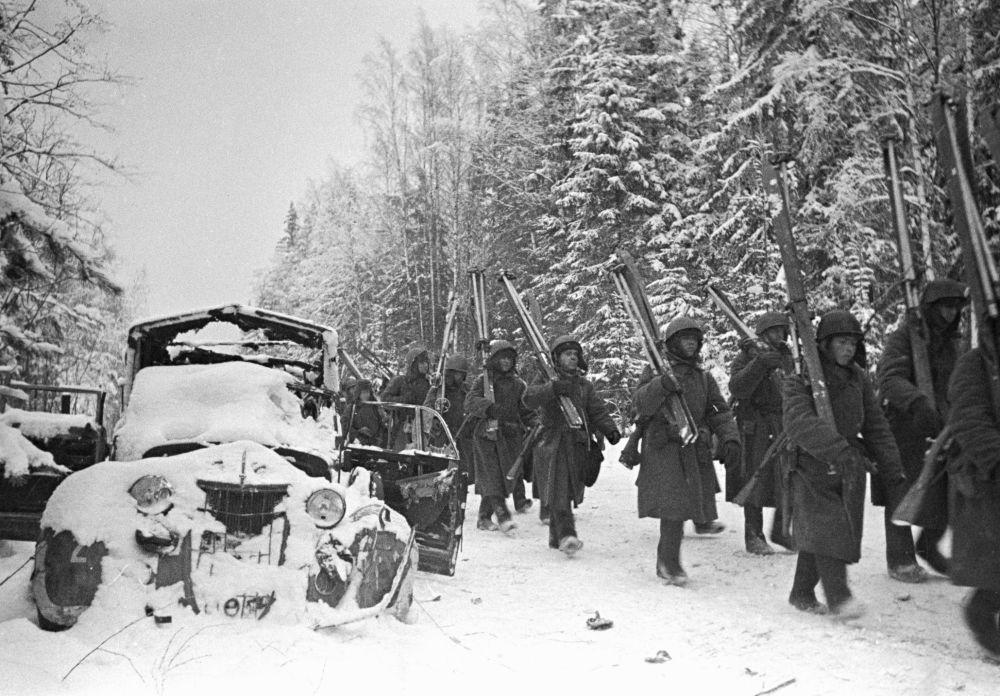 Batalion narciarski Frontu Leningradzkiego niedaleko miasta Tichwin w 1941 roku.