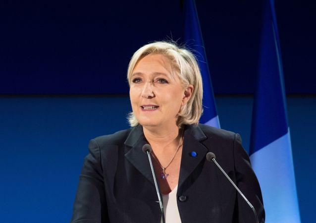 Liderka partii politycznej Francji Front Narodowy, kandydatka na prezydenta Francji Marine Le Pen podczas konferencji prasowej