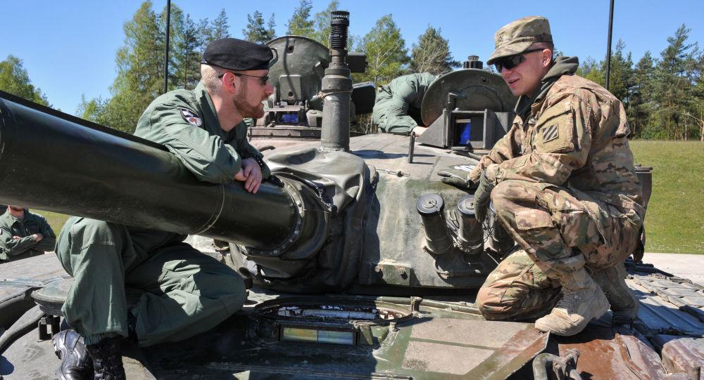 Uczestnicy czołgowego biathlonu krajów członkowskich NATO The Strong Europe Tank Challenge. Zdjęcie archiwalne