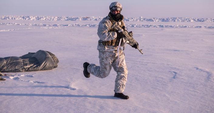 Żołnierze jednostki specjalnego przeznaczenia MSW Republiki Czeczeńskiej podczas ćwiczeń w rejonie Bieguna Północnego