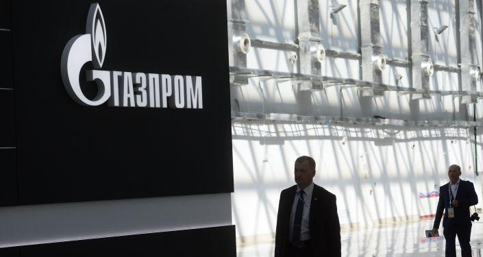 Stend z logotypem Gazpromu na mięzynarodowym forum inwestycyjnym Soczi-2016