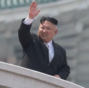 Szef KRLD Kim Dzong Un w czasie parady wojskowej