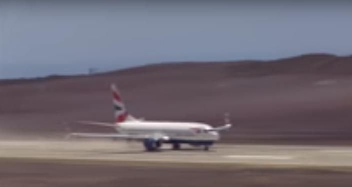 Pierwsze lądowanie na najbardziej bezużytecznym lotnisku