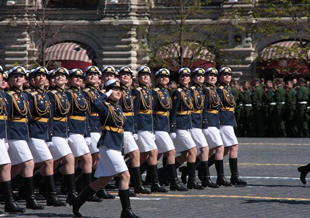 Kobiet w rosyjskiej armii jest coraz więcej.