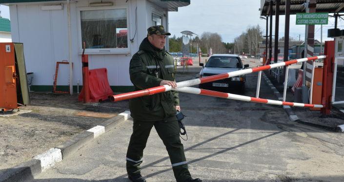 Pogranicznik na granicy ukraińsko-białoruskiej