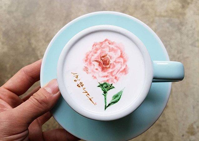 Barista z Korei Południowej obudził sieci rysunkami na kawie