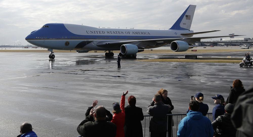 Samolot Boeing-747 prezydenta USA Donalda Trumpa Air Force One