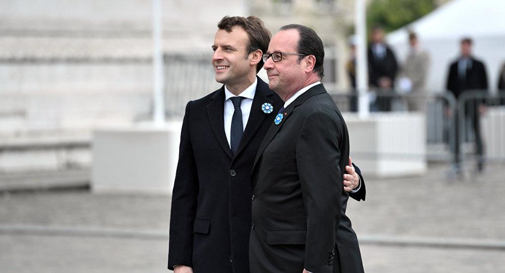 Zgodnie z ceremoniałem Emmanuel Macron najpierw spotkał się z ustępującym Fracoisem Hollandem w Pałacu Elizejskim
