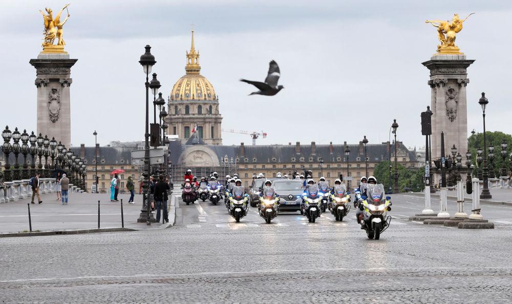 Orszak prezydenta elekta Francji Emmanuela Macrona.