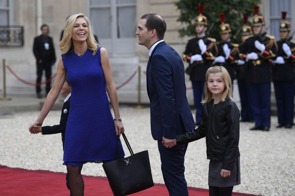 Pasierbica prezydenta elekta Francji Emmanuela Macrona z rodziną.