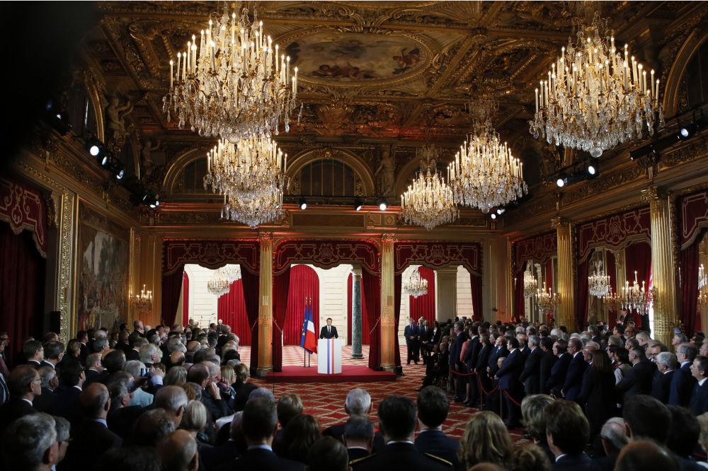 Nowy prezydent Francji Emmanuel Macron podczas ceremonii zaprzysiężenia.