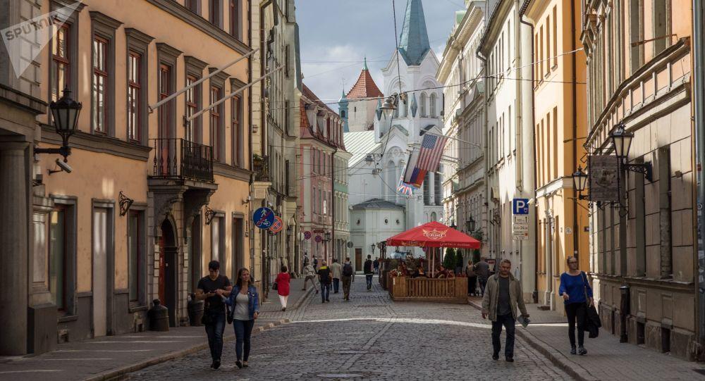 Ulica zamkowa i Kościół Matki Boskiej Bolesnej w Rydze