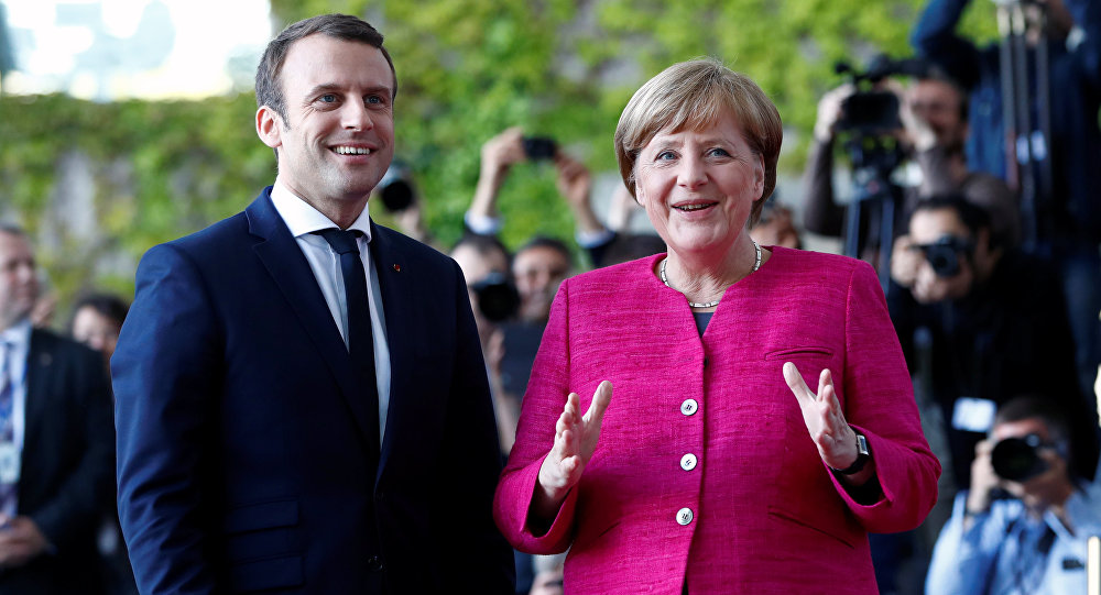 Emmanuel Macron i Angela Merkel w Berlinie