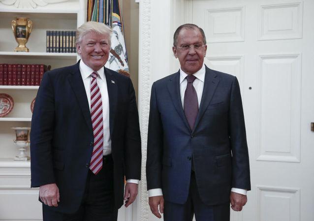 Prezydent USA Donald Trump i minister spraw zagranicznych Rosji Siergiej Ławrow w Waszyngtonie