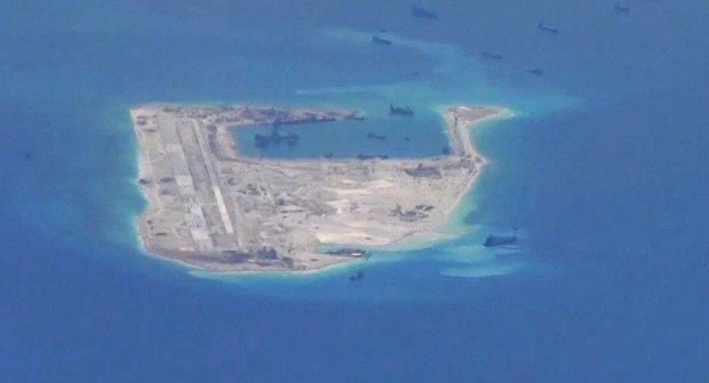 Chińskie okręty przy rafie Fiery Cross Reef na Morzu Południowochińskim