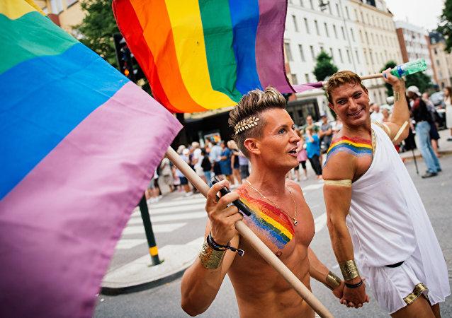Uczestnicy parady równości w Sztokholmie