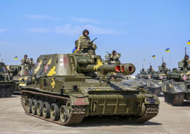 Sprzęt wojskowy na lotnisku wojskowym w Czuhujiwie w obwodzie charkowskim