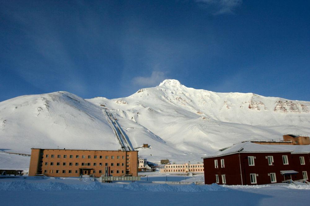Osada górnicza Pyramiden na archipelagu Svalbard, na wyspie Spitsbergen. W 1998 roku została ewakuowana i opuszczona.