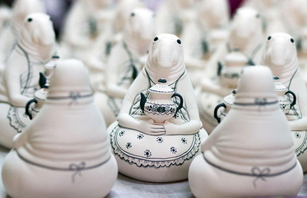 Technika nanoszenia wzoru opiera się na dwóch podstawach: porcelana jest zdobiona ręcznie z wykorzystaniem trzech podstawowych kolorów - białego, błękitnego i niebieskiego.