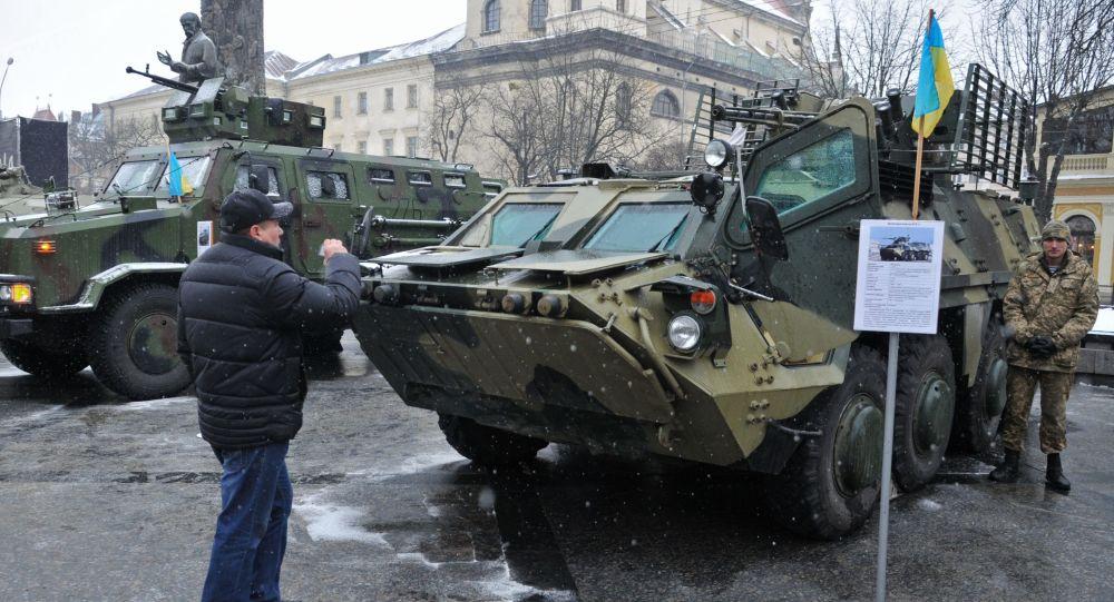 Transporter opancerzony BTR - 4 na wystawie broni armii Ukrainy we Lwowie