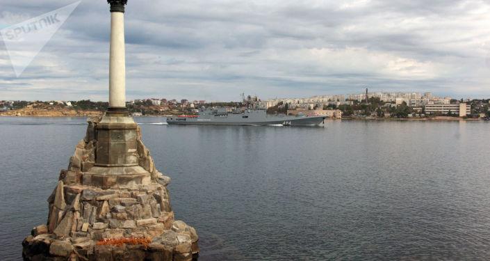 Okręt patrolowy Admirał Grigorowicz w porcie Sewastopola