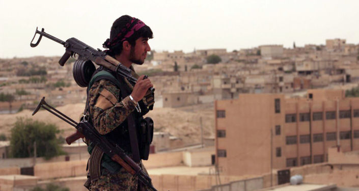 Żołnierz Demokratycznych Sił Syrii