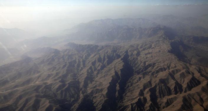 Zdjęcie z lotu ptaka gór w afgańskiej prowincji Helmand