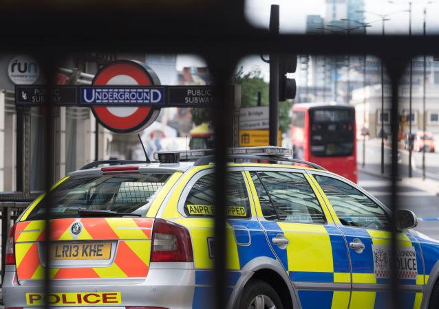 Policja przy stacji metra w Londynie