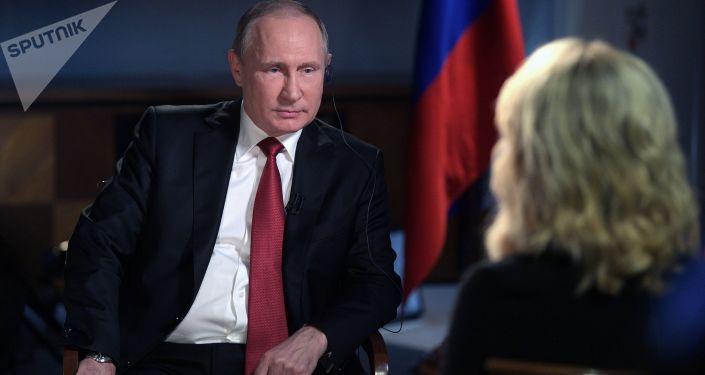 Prezydent Rosji Władimir Putin i prowadząca NBC Megyn Kelly w czasie wywiadu