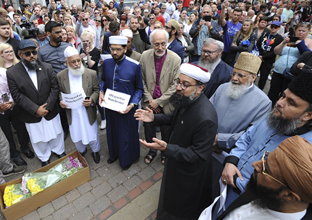 Members of the British Muslim Forum and religious leaders from Christian and Jewish faiths pay their respects at St Ann's square in Manchester, England Sunday May 28, 2017.