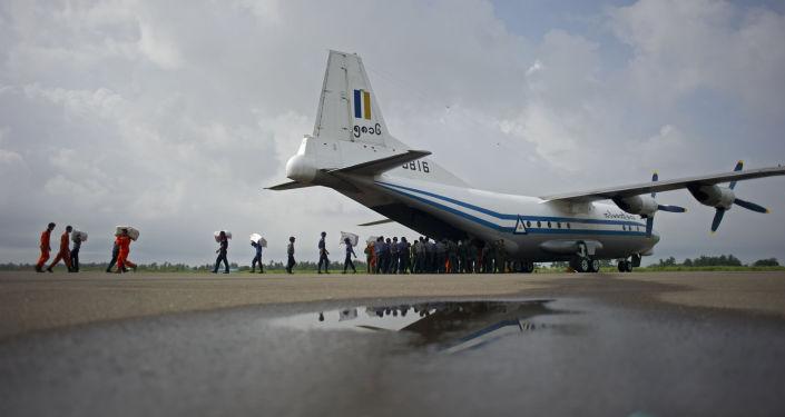 Samolot sił powietrznych Mjanmy Y-8