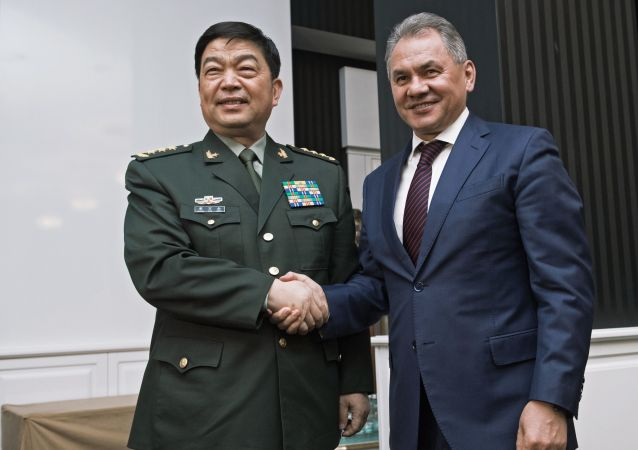 Minister obrony Chin Chang Wanquan i minister obrony Rosji Siergiej Szojgu
