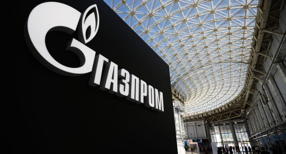 Stanowisko z logo spółki Gazprom na międzynarodowym forum inwestycyjnym Soczi 2016