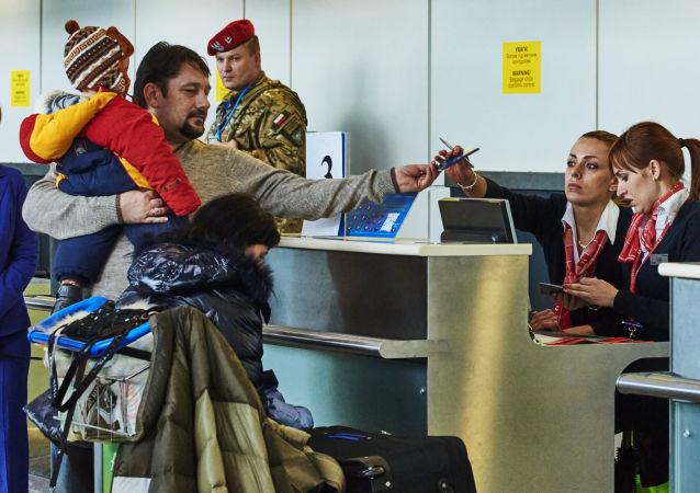 Kontrola paszportowa na lotnisku w Charkowie