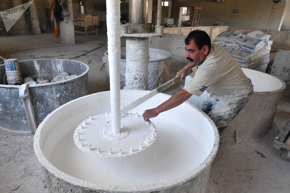Produkcja farb w miejscowości Al-Malihah na przedmieściach Damaszku.