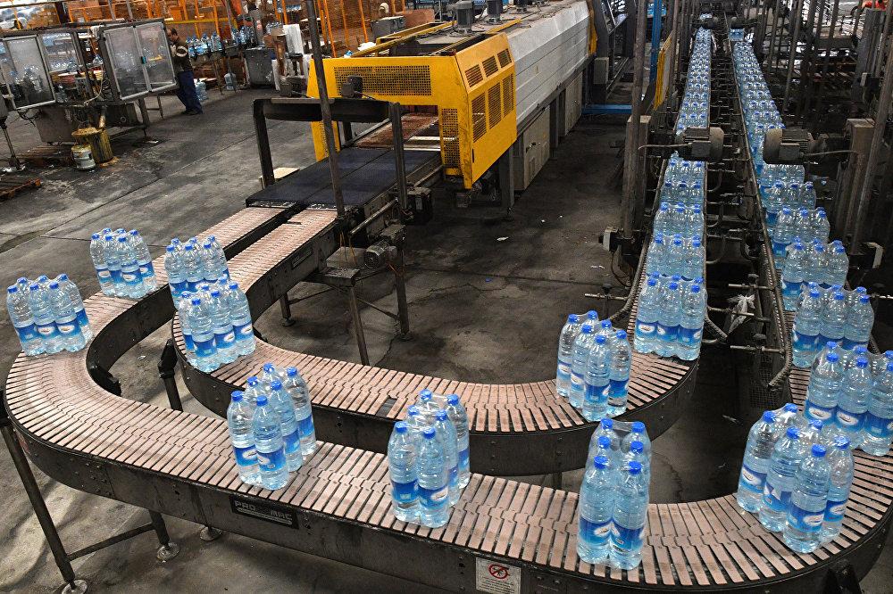 Produkcja wody mineralnej Figeh na przedmieściach Damaszku.