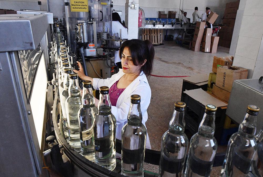Państwowy zakład produkcji araku i wina w mieście As-Suwajda na południowym zachodzie Syrii.