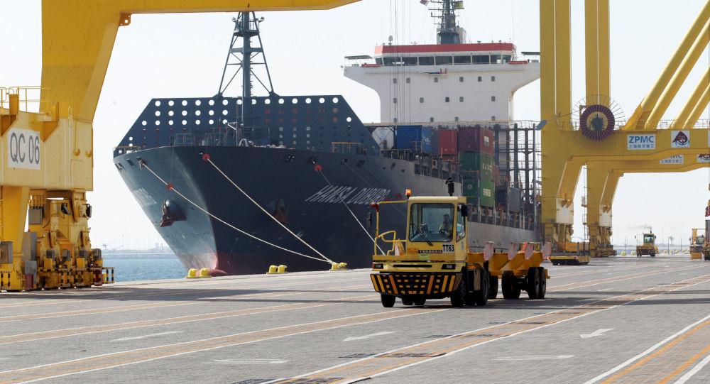 Okręt w pocie stolicy Kataru Dosze