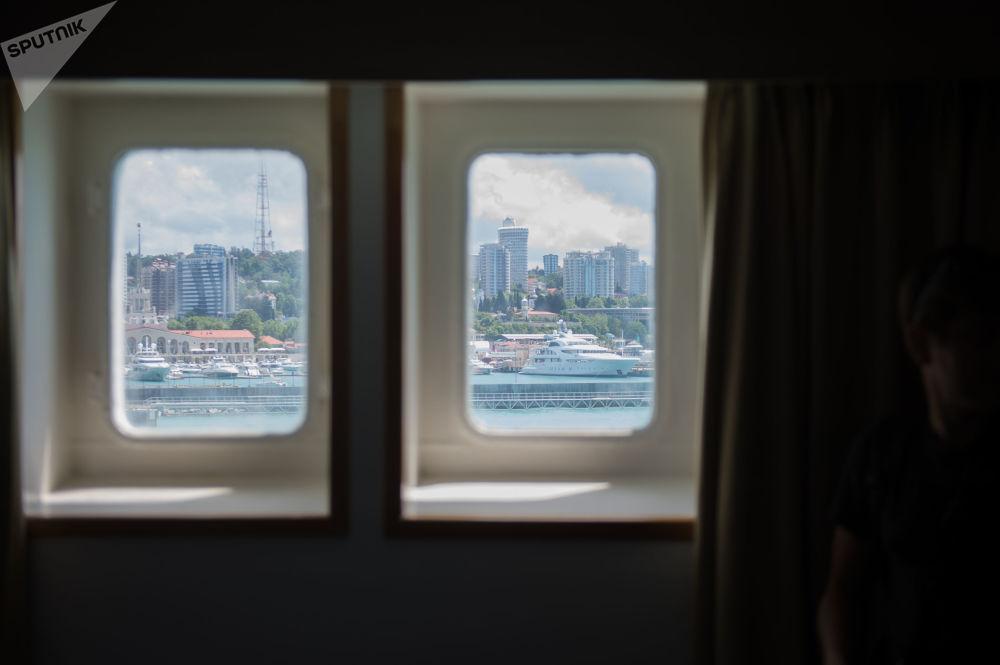 Widok na Soczi z okna statku